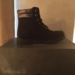 Women Timberlands With Glitter on Collar